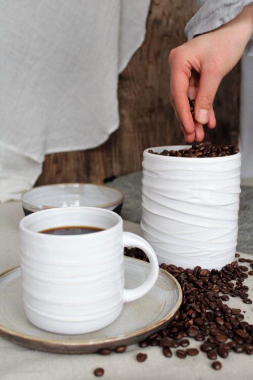 Kahvimuki ja kahvipurkki